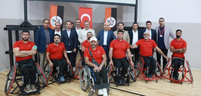 Bakan Kasapoğlu'ndan Tekerlekli Sandalye Basketbol Takımına Destek