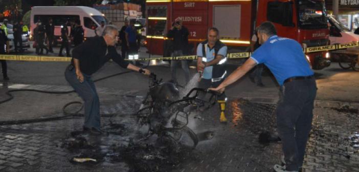 Ceza yazılmasına kızan sürücü motosikletini cadde ortasında ateşe verdi