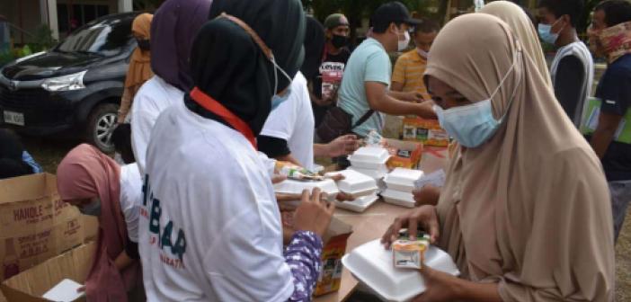 IHO EBRAR yangından etkilenen Filipinlilere yemek dağıttı