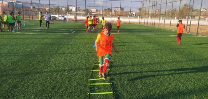 Kızıltepe Belediyesinin çocuklar için açtığı futbol kurslarına yoğun talep