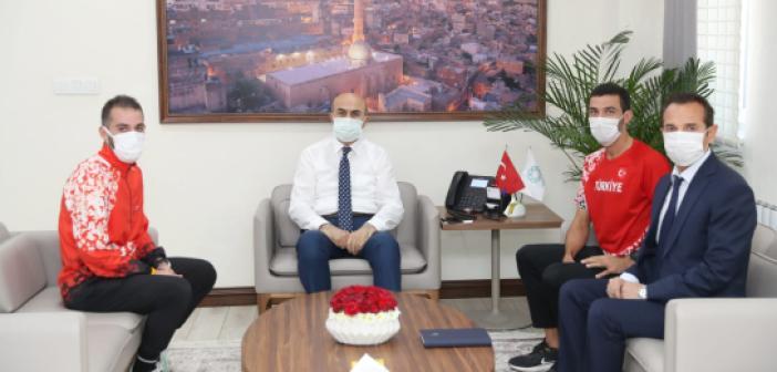 Mardinli Şampiyon Maratoncular Vali Demirtaş'ı Ziyaret etti