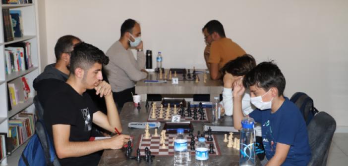 Mazıdağı'nda satranç turnuvası düzenlendi
