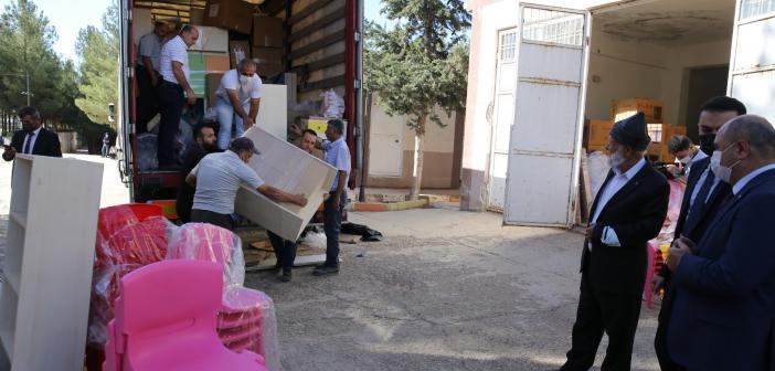 """""""Elmacı Dede"""" Mardin ve Suriye'deki ana sınıflarına malzeme desteği sundu"""