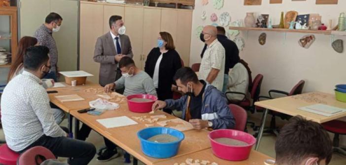 Rektör Demir Fen Edebiyat Fakültesi öğrencilerini ziyaret etti