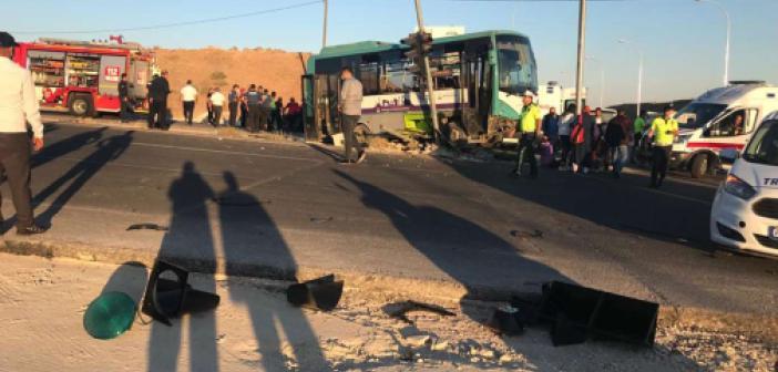 Şanlıurfa'da şehir içi minibüs ile otomobil çarpıştı: 9 yaralı