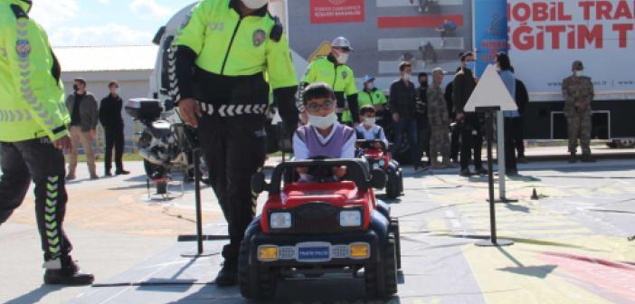 Van'da ilkokul öğrencilerine trafik eğitimi verildi
